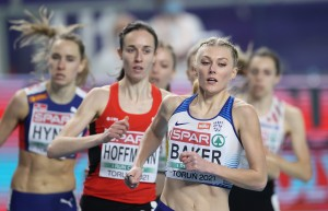 TORUN, POLAND - MARCH 05: Ellie Baker of Great Britain (R) competes in the Women's 800 metres during the first session on Day 1 of European Athletics Indoor Championships at Arena Torun on March 05, 2021 in Torun, Poland. Sporting stadiums around Poland remain under strict restrictions due to the Coronavirus Pandemic as Government social distancing laws prohibit fans inside venues resulting in games being played behind closed doors. (Photo by Alexander Hassenstein/Getty Images for European Athletics)